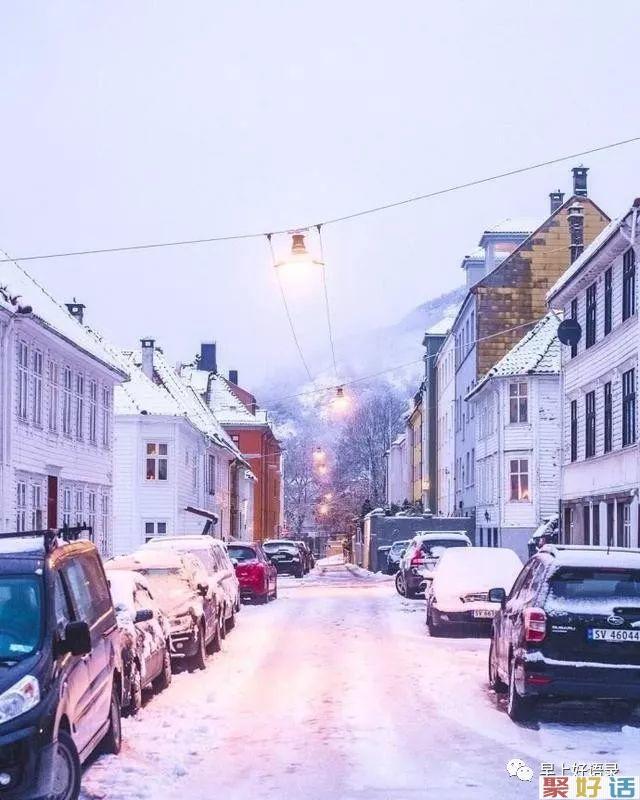 下雪了的说说心情短语,很喜欢下雪天的文案, 发朋友圈:大雪飘飘,情意脉脉,祝福悄悄。插图(4)
