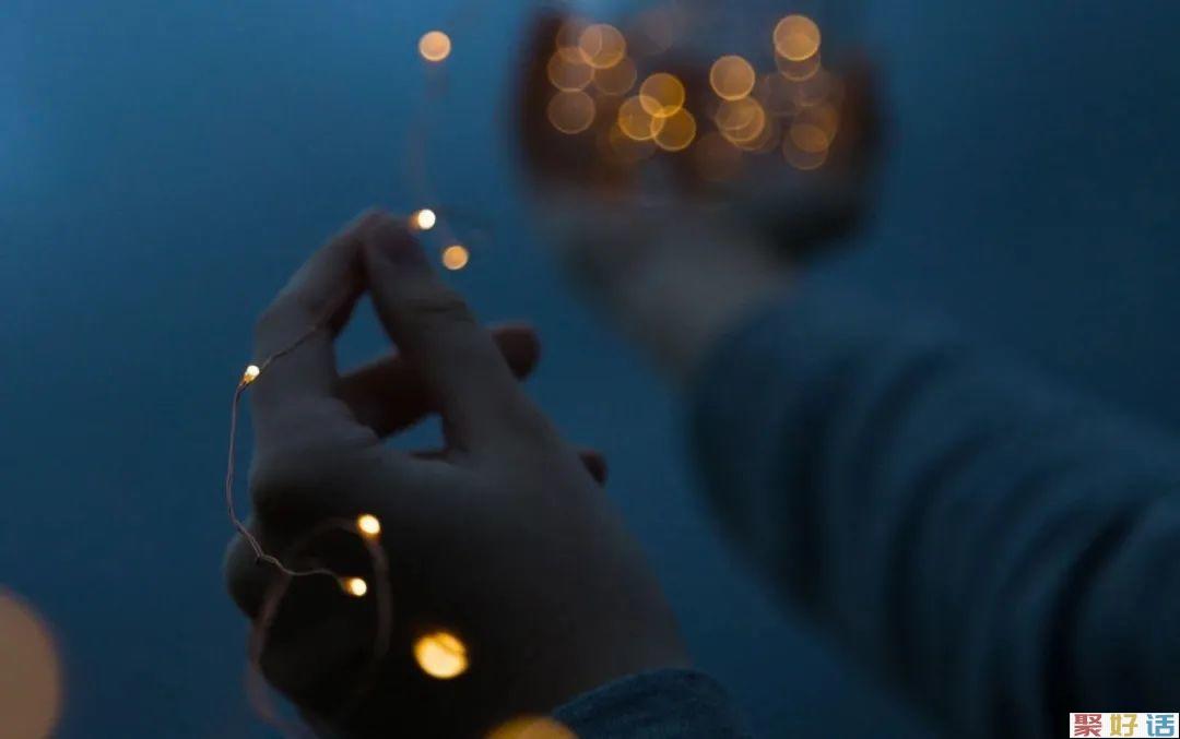 9个温柔文案分享: 黑夜无论怎样悠长,白昼总会到来。插图
