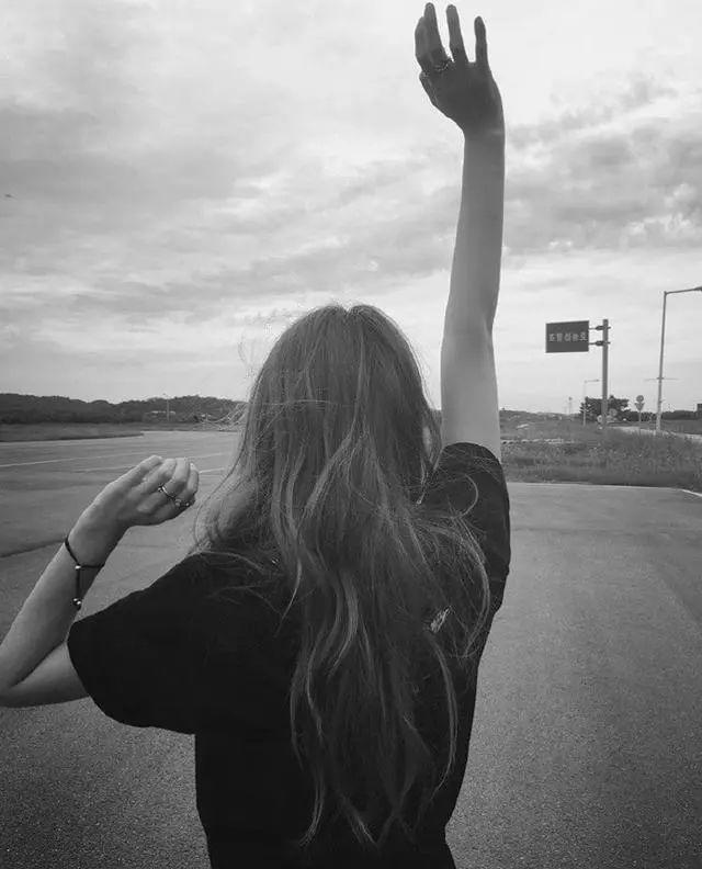 女孩子致自己的文案说说: 一生不喜与人抢,但该得到的,也不会让。插图2
